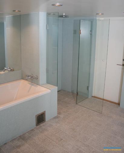 Badrum i glasmosaik