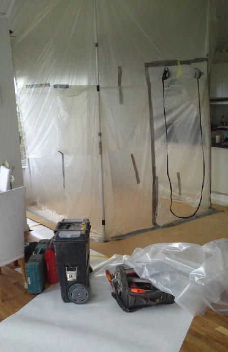 Inplastat rum vid renovering av badrum