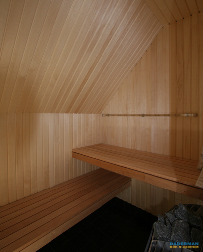 Lyxigt badrum med bastu