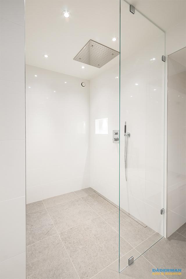 Modernt badrum med hemmaspa