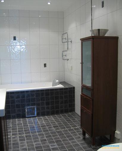 Modernt badrum med retro inslag