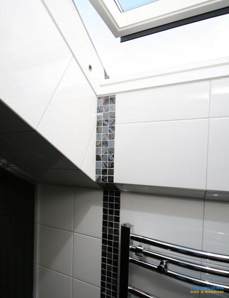 Unikt badrum med rymlig bastu