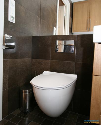 Badrum med hörnbadkar
