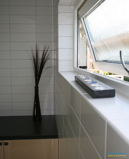 Badrum med svart marmor