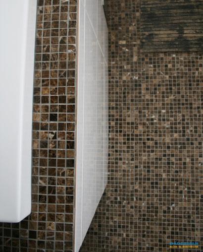 Jacuzzi med brun mosaik