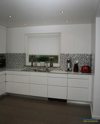 Kök med glasmosaik