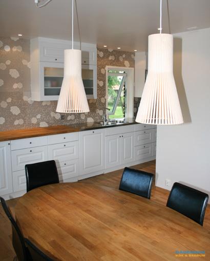Kök med golvbelysning