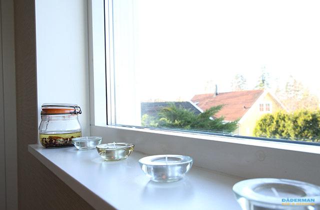 Kök med turkos glasskiva