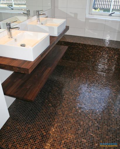 Snyggt badrum med brun mosaik i Täby