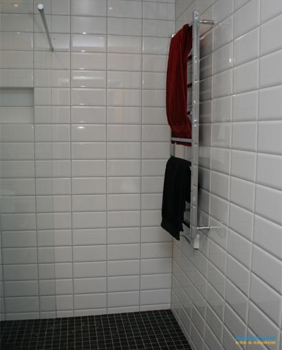Stilrent badrum med tvättställ